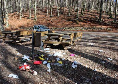 rifiuti-area-picnic-monte-faito