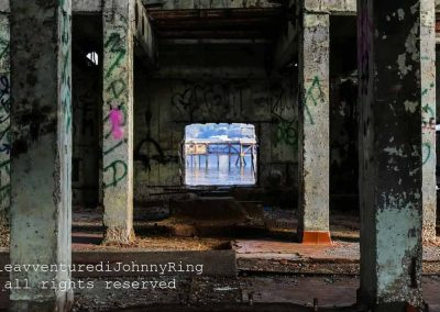 Graffiti nell'ex sala pompe dell'Italsider