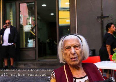 ritratto di donna anziana a via dei Tribunali