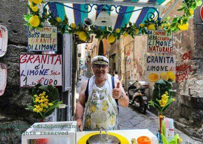 venditore di granite al centro storico