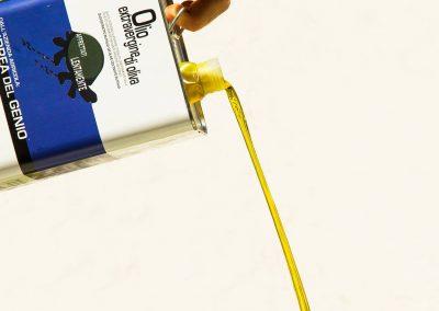 Lattina-olio-extravergine-di-oliva-del-genio